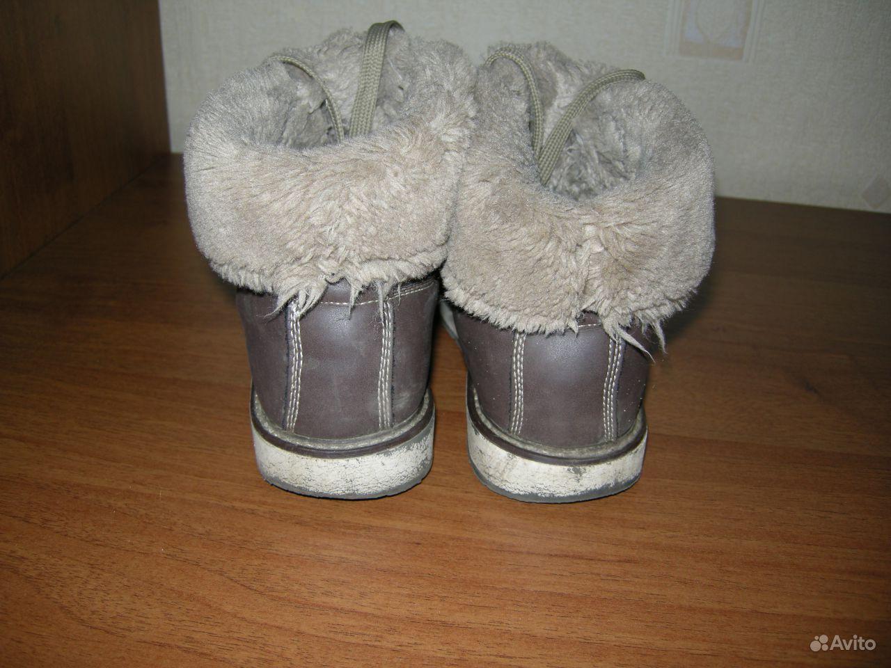 Китаянка дрочит член ногами в туфлях