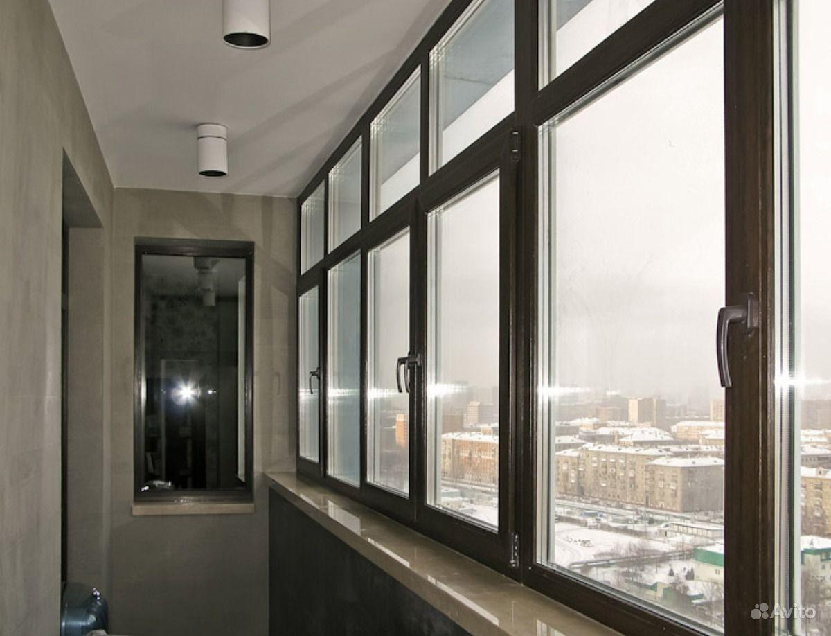 Белое остекление балкона.