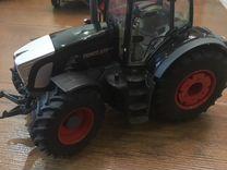 Модель трактор